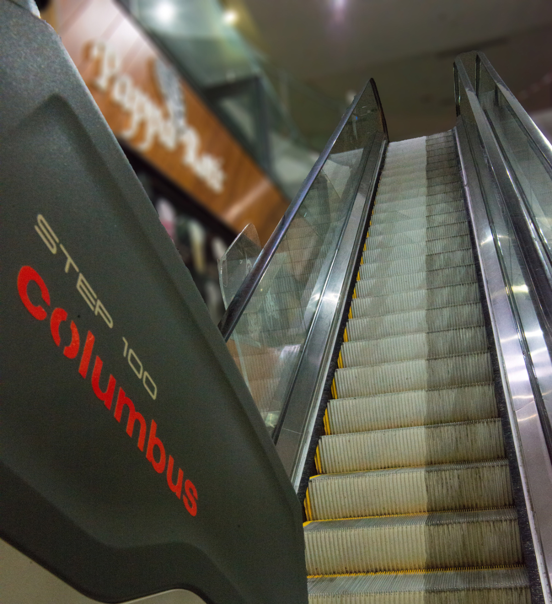 Step-100-Columbus-Escalator-Cleaner-Clearchoice-Products-21